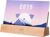 定制全年山峰实木底座卡片台历